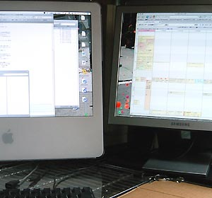 iMac と買ってきた液晶